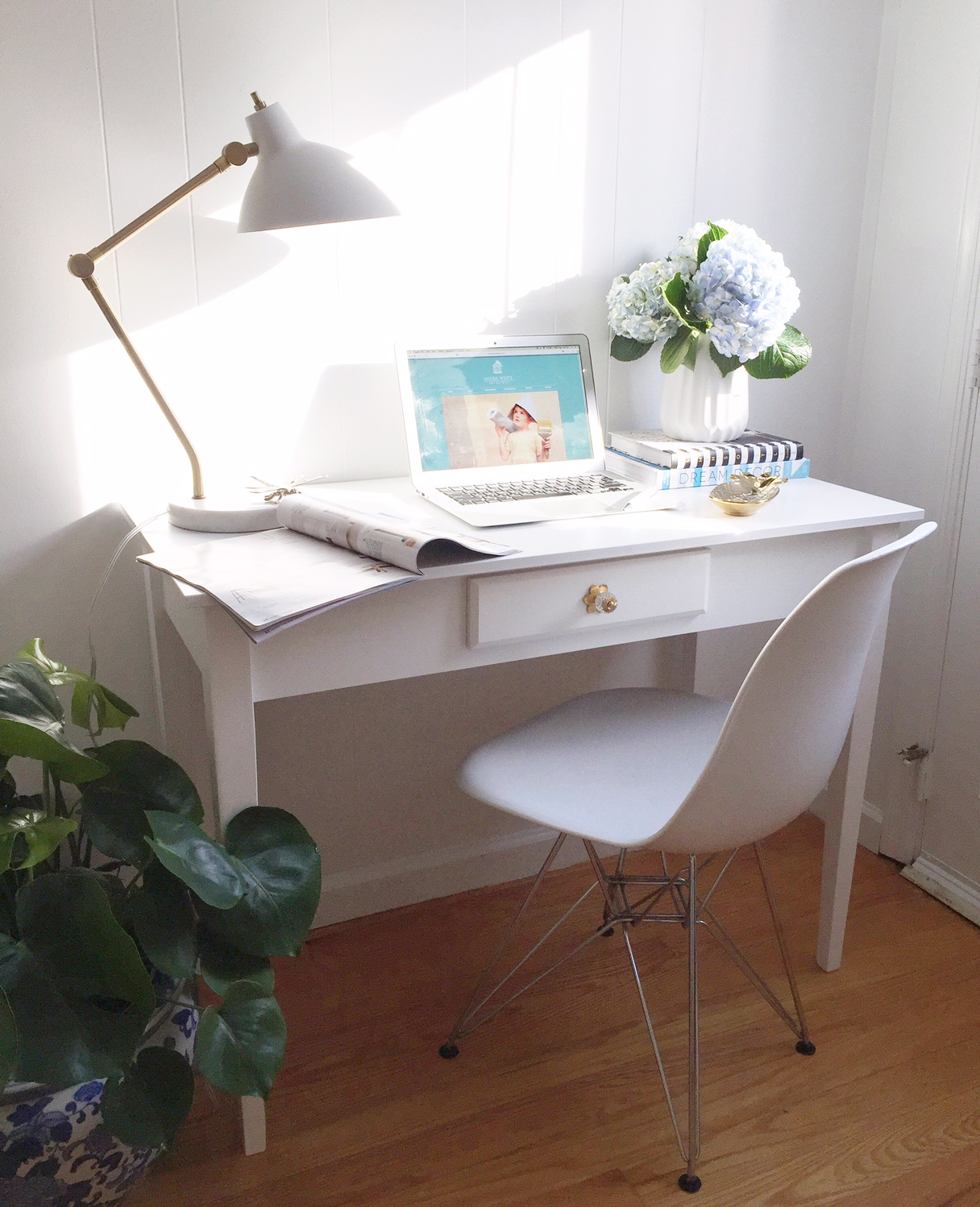 Meet the Babe Behind the Biz: Melisa White Interiors | Melisa's workspace | www.nestlingcollective.com